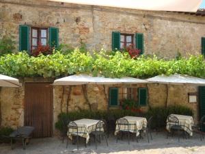 Café in Cetona, Italy www.eileenslovak.com
